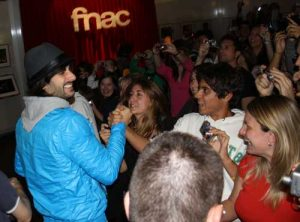 Melendi antes de empezar su concierto en el C.C La Gavia. Foto: J.C