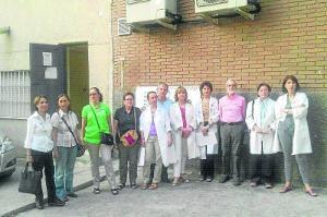 Trabajadores del CSM Puente de Vallecas, durante la presentación de los datos de este artículo.