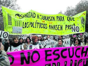 La lucha seguirá, en beneficio de una mayoría social que necesita, usa y está satisfecha con una sanidad pública. /Foto: Patusalud