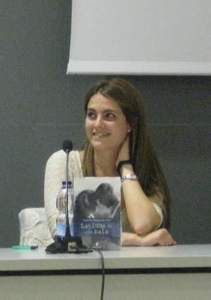 La autora de Latidos del Corazón, Alejandra Manzanarez, durante la presentación del libro.