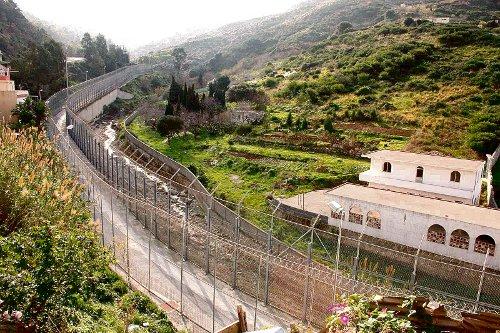 Frontera de Ceuta desde el lado español.