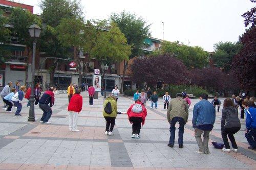 "Calentando antes del paseo en ""Villa de Vallecas camina"" /FOTO: CMS Villa de Vallecas"