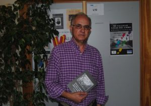 El autor, en la sede de Vallecas Todo Cultura. /FOTO: R.B.T.