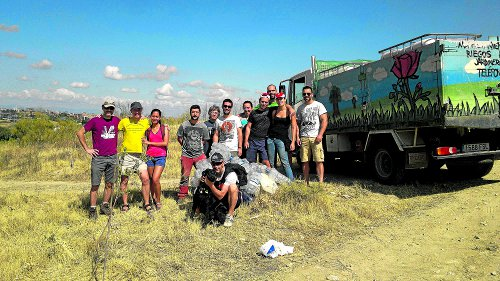 Grupo de voluntarios dispuestos a que el cerro muestre su mejor cara. /FOTO: Pablo Velasco