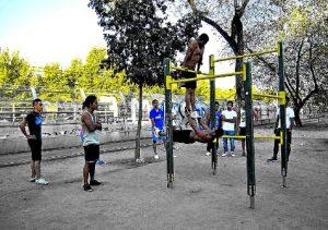 """""""Steet Workout"""" en las calles de Entrevías. /FOTO: Vanessa Agustín"""