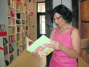 María José Martín Francés (Ajo), con su cuento. /FOTO: Espacio Kalandraka