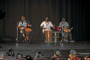 Actuación del grupo senegalés Yarama en el acto inaugural de VCL.