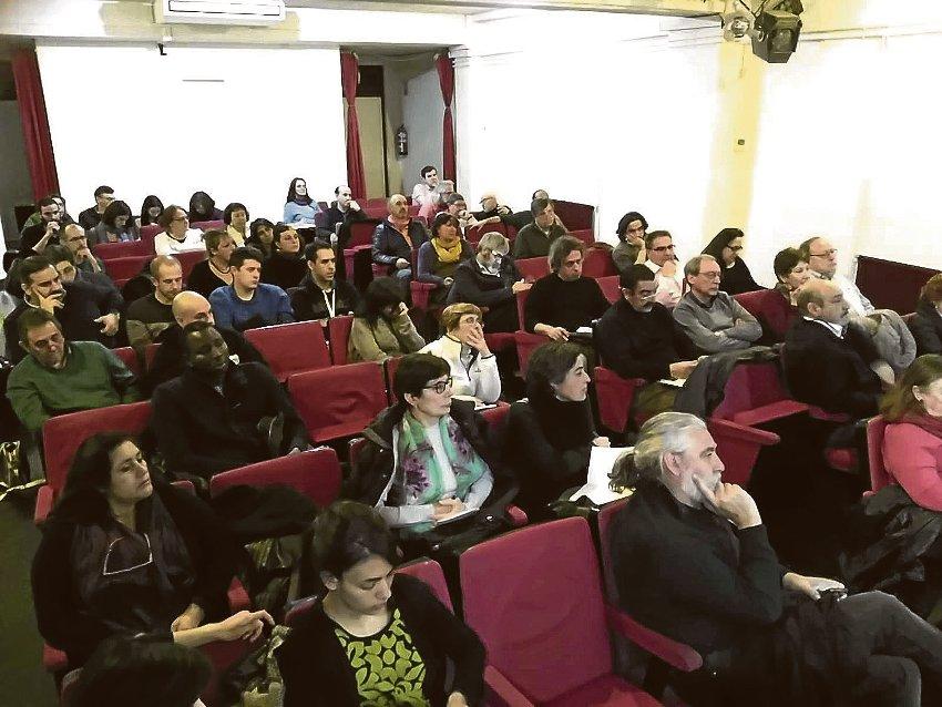 En la sesión informativa celebrada en Puente de Vallecas participaron más de 70 personas.