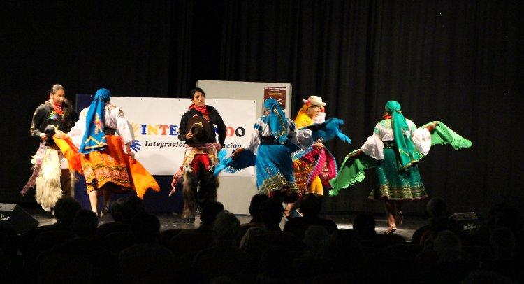 Voces, danzas y canciones del mundo contra el racismo