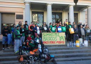 Protesta de los afectados por la falta de suministro en la Junta de Vallecas.