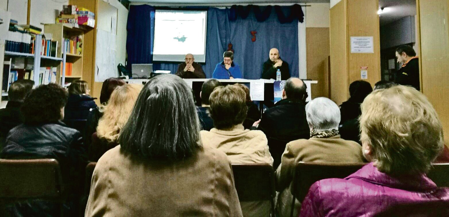 """Asamblea informativa sobre el plan el pasado 15 de noviembre en la A.V. """"La Viña""""."""