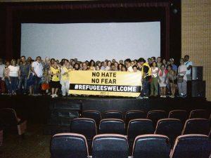 Más de cien personas asistieron, realizándose una foto multitudinaria.