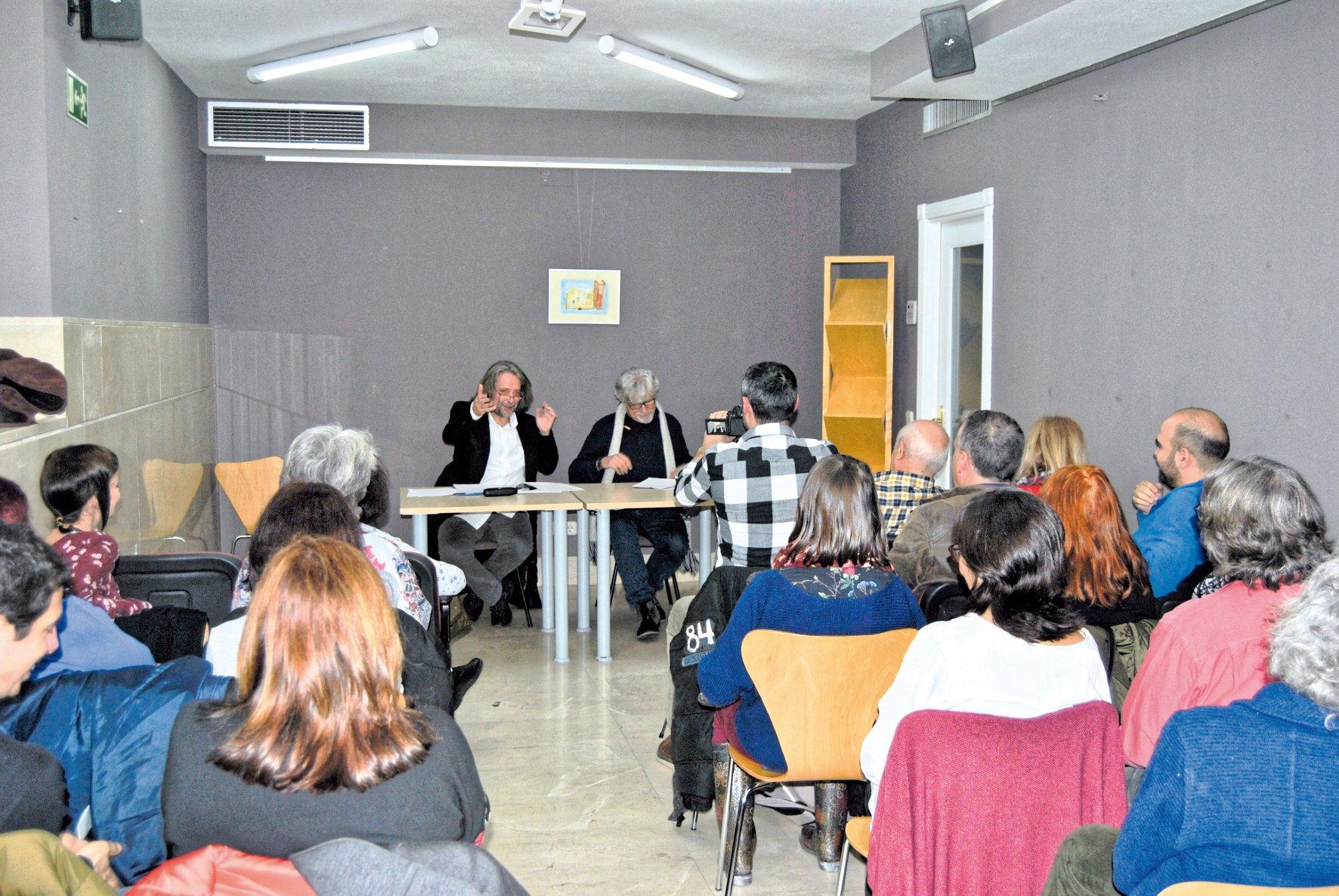 En el acto de presentación se leyeron todos los relatos finalistas y ganadores de las ediciones anteriores.